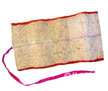 강릉에 색실누 기법으로 제작된 담배쌈지 소품